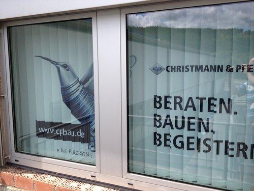 Foto Lamellenvorhang bedruckt mit Werbung - Werbung am Fenster