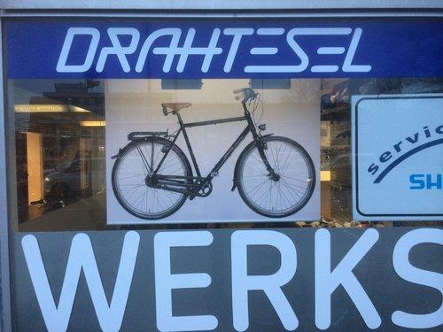 Fotorollo mit Fahrrad im Ladenlokal